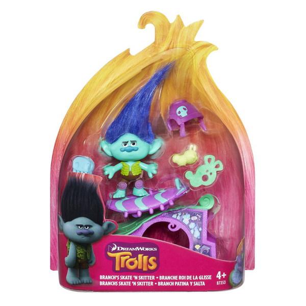 Игровой набор Тролли с аксессуарами, в ассортиментеВообрази себя героем приключений Троллей вместе с этими игровыми наборами В каждом наборе Тролль и аксессуары, которые совпадают со сценами из фильма. Тролли 10 см высотой, включая плюшевые волосы.<br>