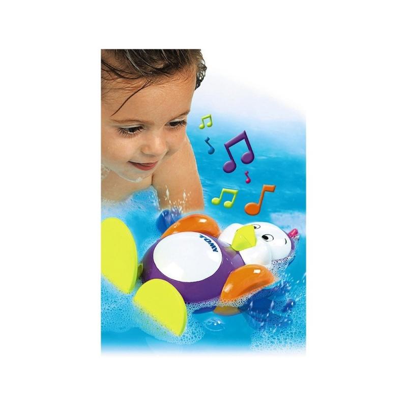 Игрушка для ванной Плескающийся пингвинИгрушка для ванной «Пингвин» из серии AQUA FUN известного бренда TOMY (Томи) - это волшебная игрушка с уникальными возможностями для детей сделает купания Вашего малыша невероятно весёлыми!Заведите пингвина и переверните его на спину - и он споёт Вашему малышу весёлую песенку, гребя при этом лапками. Плавая на животике, пингвин булькает, словно он и вправду плавает под водой.Пингвинёнок также может мило бормотать на своём пингвинском языке, стоит только нажать на его маленький хохолок на макушке.Превратите водные процедуры Вашего малыша в удовольствие!<br>