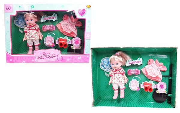 ABtoys Игровой набор с куклой МодницаИгровой набор с куклой My Little Pony Кристальный замок непременно понравится любой девочке. Набор включает в себя очаровательную куколку и множество дополнительных аксессуаров. Кукла с длинными белокурыми волосами одета в съемную розовую курточку, белую майку и розовую юбку в горошек. Кукла обута в съемные красные сапожки. Длинные волосы куколки можно расчесывать и укладывать. Кукла имеет 5 точек артикуляции: голова, ручки в плечах и ножки в бедрах подвижны.В набор также входит дополнительный наряд для куклы и практичная подставка.Игровой набор - это превосходный подарок для девочки, такой набор надолго увлечет ее, а очаровательные аксессуары разнообразят игру и помогут развить фантазию.<br>