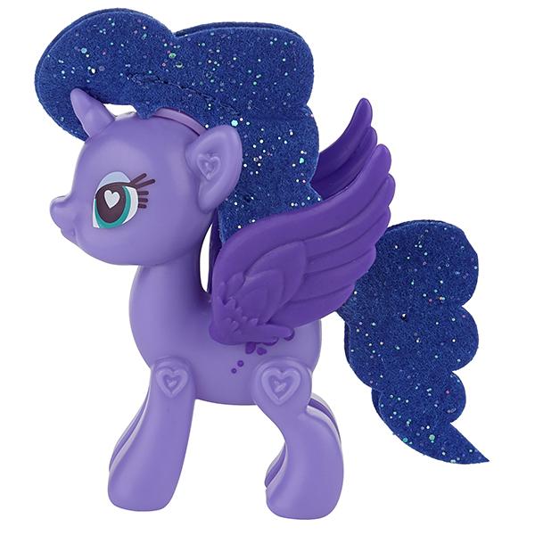 MLP POP ДЕЛЮКС Пони в ассортиментеНабор представляет из себя фигурку пони из популярного мультсериала для девочек «Дружба – это чудо!» (My Little Pony), которая несомненно должна присутствовать в коллекции каждой юной поклонницы мультфильма.Эта замечательная игрушка-конструктор представляет интерес не только как фигурка любимого персонажа, с которой можно играть и придумывать различные сюжеты и приключения, но и как развивающий игровой набор, ведь Вашей маленькой принцессе предстоит создать свою пони самостоятельно! Игра с этим набором развивает мелкую моторику рук, логическое мышление, а также фантазию и чувство стиля, в процессе игры нужно соединить все части в правильном порядке, а после – украсить собранную фигурку аксессуарами по собственному вкусуВ комплект набора входят наклейки-стикеры для украшения пони, а также несколько вариантов хвостиков и грив, которые можно менять.Набор представлен в ассортименте, каждая фигурка-конструктор продается отдельно.<br>