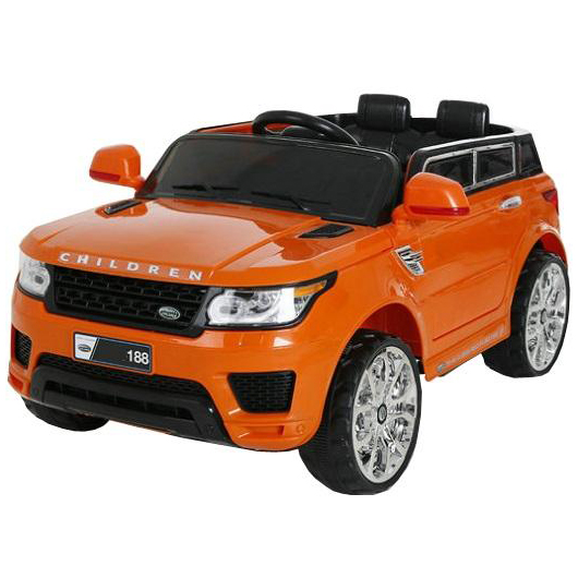 Электромобиль д/у Land Rover (на аккум., свет, звук)Электромобиль Лэнд Ровер выполнен в ярких цветах выглядит очень внушительно и стильно. К тому же он обладает богатым функционалом. Несмотря на свой солидный внешний вид, он является детской игрушкой, а потому спроектирован и собран так, чтобы быть безопасным для детей.Все элементы проводки, движущиеся детали надежно спрятаны под прочным корпусом электромобиля. Педаль акселератора также является и педалью тормоза, что удобно и также безопасно. К тому же подвеска машины имеет дополнительный функционал - покачиваясь на колесах, машина может превращаться в подобие качелей. Что очень важно - есть ремень безопасности, который не даст ребенку упасть с машинки, но и не стеснит его движений. И также придаст ощущение, что ребенок водит самую настоящую машину. Мягкие колеса могут преодолевать небольшие препятствия, а вдобавок имеют эффектную подсветку - это и выглядит отлично, и не даст ребенку потеряться в сумерках. Помимо всего, у этого электромобиля есть блок радиоуправления - родители смогут управлять машиной и катать ребенка без его участия в процессе, а также перехватывать управление автомобилем в случае, если малыш уедет слишком далеко.Пульт управления является программируемым, для начала работы требуется несложная настройка.<br>