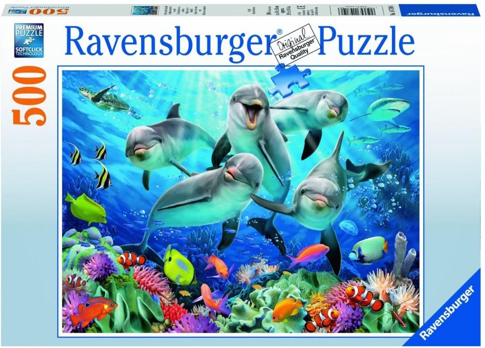 Пазл Ravensburger ДельфиныДельфины от компании Ravensburger - это симпатичный пазл, на котором изображены веселые дельфины и еще множество разноцветных рыбок. Сборка пазла - это не только увлекательное, но и довольно полезное занятие. Детям сборка поможет всесторонне развиться, а взрослым справится со стрессовой ситуацией, успокоиться и подумать.<br>
