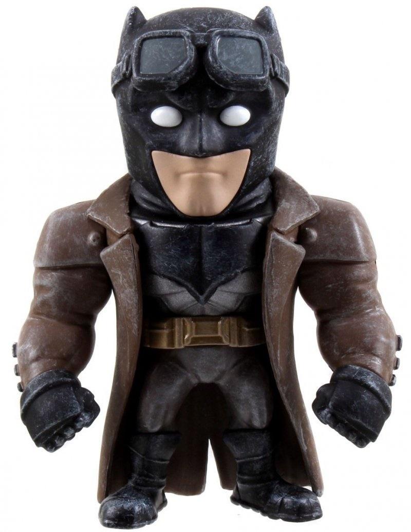 Фигурка металлическая Desert Batman 10 смМеталлическая фигурка Desert Batman – это прекрасный подарок для маленького поклонника комиксов и мультсериалов про супергероев. Представленная модель изготовлена с большим вниманием к деталям. Каждый элемент проработан очень качественно, благодаря чему фигурка хорошо подходит не только для сюжетно-ролевых игр, но и для коллекционирования. Игрушка помогает развивать воображение, фантазию, а также способствует улучшению навыков пространственного мышления.МатериалыФигурка Desert Batman изготавливается из прочного металла, который отлично справляется с нежелательными повреждениями, что способствует долгому сроку службы. Материал экологически чист, благодаря чему исключается риск возникновения аллергических реакций и раздражений на коже.Как купить и заказать?Для того, чтобы приобрести желаемый товар, вам достаточно сделать заказ через наш официальный сайт, или прийти в розничный магазин. У нас действует услуга доставки, благодаря чему мы можем отправить ваш заказ в любую точку страны. Мы стараемся доставлять покупки в самые кратчайшие сроки.<br>