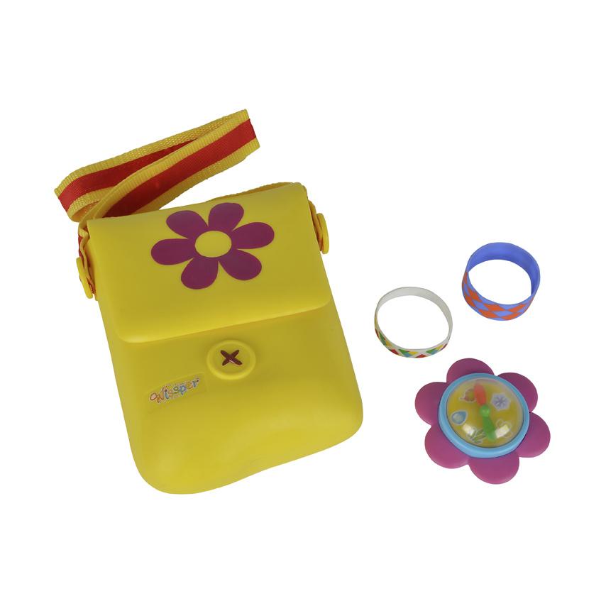 Набор Висспер  сумочка с аксессуарами., 20 смИгровой набор Висспер от производителя Simba представляет собой симпатичную сумочку яркого цвета с аксессуарами. Такой комплект придется по душе любой девочке, ведь он обладает яркой цветовой палитрой, а также имеет красивый дизайн. Размеры сумочки позволяют девочке поместить в нее свои принадлежности. Ремешок из текстиля очень удобен для ношения сумки через плечо. Браслеты из набора украсят нежные ручки ребенка, а компас позволит лучше ориентироваться на местности во время прогулок и путешествий.С таким необычным набором юная путешественница всегда будет выглядеть великолепно и не собьется с пути.Внимание! Цветовое исполнение элементов набора может варьироваться без возможности выбора. Цена указана за 1 набор.<br>