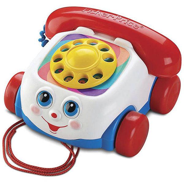 Игрушка Говорящий телефон на колесахРазвивающая игрушка Говорящий телефон от производителя Fisher-Price станет настоящим другом малышу.Телефон на устойчивых колесах - его можно катать по полу с помощью веревочки, как игрушечную машинку. Глазки при этом двигаются и игрушка будто подмигивает. Если крутить пальчиком диск с цифрами - воспроизводится звук как при наборе номера на настоящем телефоне. Благодаря этому, в игровой форме можно научить ребенка цифрам от 0 до 9. Играя с телефонной трубкой, малыш будет тренировать дикцию, проговаривая телефонные диалоги, совсем как взрослый.Игрушка выполнена из качественного, устойчивого к ударам, яркого пластика.<br>