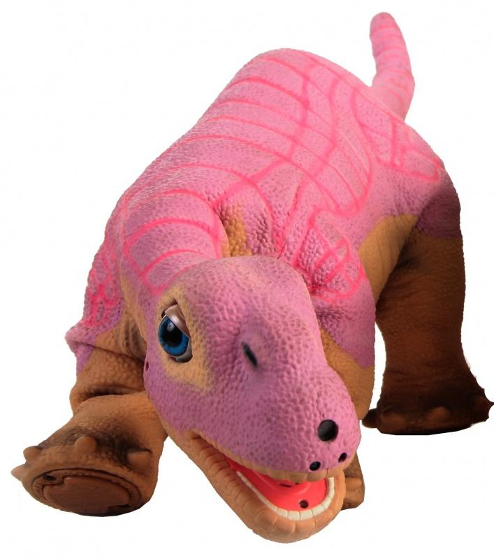 Интерактивный динозаврик Pleo RB, розовыйОписание:Очаровательный динозаврик Плео - верный друг и удивительная современная игрушка, которая способна дарить радость и восхищать детей и взрослых.  Плео - точная копия ранее живущего животного камаразавра в возрасте одной недели, он способен расти и обучаться всяким премудростям вместе с Вами, и глядя на Вас. Все движения игрушки полностью автоматизированы благодаря различным датчикам, сенсорам, аудио и видео трансляторам. Каждый день и неделю маленький динозаврик будет удивлять своих хозяев искусственным интеллектом, постигая все новые азы поведения и общения. Плео - чувствительный динозавр, который запоминает и реагирует на внешние раздражители. Каким вырастет питомец, зависит исключительно от Вас и от той заботы, которой вы сможете его окружить. Вы можете зарегистрировать своего динозаврика Плео на официальном сайте производителя, чтобы иметь возможность обновлять и дополнять его новыми функциями и самыми современными приложениями. Динозавр создан с учетом самых последних технологий и предназначен для со всеми членами семьи. В игрушке применены два 32-х битных микропроцессора, которые отвечают за интеллект и зрительное восприятие. По всему телу распределено 98 уникальных микро-механизмов, которые способны улавливать сигналы и приводить игрушку в движение. Контроль за комплексными движениями осуществляется четырьмя 8-ми битными субпроцессорами. По всему телу у Плео рассредоточены 8 чувствительных датчиков, которые находятся в голове, подбородке, плечах, лапах и спине, а также 4 сенсора на каждой лапе для распознавания поверхности, по которой перемещается динозаврик. Встроенная цветная камера реагирует на свет и помогает Плео передвигаться и ориентироваться в пространстве. Два встроенных динамика обеспечивают максимальное звуковое восприятие. Плео оснащен 14 сенсорами обратной тяги, расположенными на каждой двигающейся ячейке скелета. Инфракрасный трансивер отвечает за распознавание и привязанность животного. В игрушке 