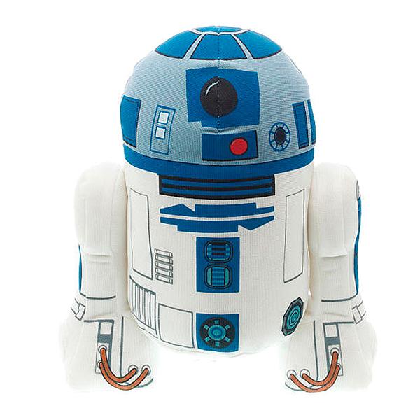 StarWars R2-D2 плюшевый, со звукомОригинальная мягкая игрушка Р2-Д2 из серии StarWars выполнена в виде героя нашумевшей киносаги Звездные войны!R2-D2 — астромеханический дроид и коллега C-3PO в вымышленной вселенной.Он один из немногих персонажей, который появлялся во всех шести фильмах «Звёздных войн» без изменений во внешнем виде и манеры разговора. R2 обладает множеством инструментальных приспособлений, позволяющих ему быть величайшим механиком космических кораблей и специалистом по взаимодействию с компьютерами. Герой довольно часто бросается в опасные ситуации без раздумий. Эта любовь к авантюризму спасает всех в дни многочисленных происшествий, что приводит к изменению истории галактики.Игрушка ростом 23 см издает оригинальные звуки из кинофильма.<br>