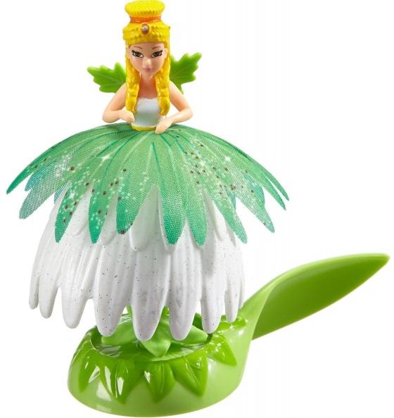 Фигурка Simba Flowee MayaЦветочная фея Майя — воплощение изящества. Основу ее гардероба составляют полевые цветы, скромные, но элегантные. Ее волосы причесаны так, чтобы казаться тычинками, когда Майя превращается в цветок. Чтобы увидеть это чудо, приподнимите лепестки — и фея скроется за ними, а ее ножки обернутся зеленым стеблем. Специальная подставка-танцевальный подиум позволяет с удобством переносить фею с места на место.<br>