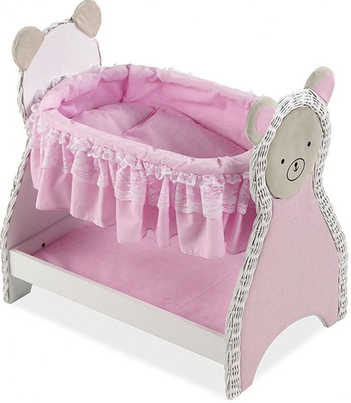 Деревянная кроватка для кукол Arias Elegance, 52 см.Деревянная кроватка для кукол Elegance от испанского бренда Arias порадует любую девочку, которая обожает играть в дочки-матери. Кровать выполнена в оригинальном стиле, боковые стенки сделаны в виде забавных мишек, а люлька украшена мягкими оборками с кружевами. У кроватки имеется удобная нижняя полочка, в которой можно хранить кукольные вещи или маленькие игрушки. Постельное белье также входит в комплект, поэтому любимую куколку можно будет сразу уложить спать, тихонько напевая ей колыбельные песенки. Девочка в полной мере сможет ощутить себя мамочкой маленького ребенка, который будет с удовольствием спать в такой мягкой кроватке и видеть сладкие сны. Кровать выполнена из прочного дерева, а постельные принадлежности - из текстиля приятной расцветки. Длина кроватки - 52 см, поэтому она подходит для кукол и пупсов Элеганс высотой не более 50 см.<br>