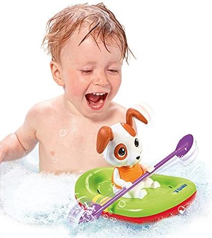 Игрушка Щенок на лодкеИгрушка для ванны Tomy Щенок на лодке отличается ярким внешним видом. Она может двигаться по воде, вызывая бурю восторга у малыша.Особенности:сделана из качественного и безопасного материалазабавный и яркий дизайндля работы не нужны батарейкидля того, чтобы привести игрушку в движение, достаточно просто завести ее, повернув механизм на дне бочкипри движении лодочка выпускает веселые брызгищенка можно вынуть из лодочки. Без него лодка не поплыветигрушка станет отличным наглядным пособием для изучения физических законов<br>