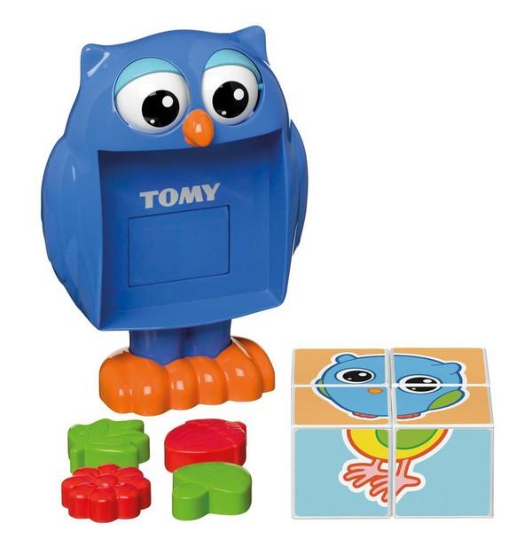 Игрушка развивающая Кубики-загадки от профессора СовыРазвивающая игрушка Кубики-загадки от профессора Совы обязательно понравится малышам. Чтобы начать игру, кроха должен нажать на голову совы и из ее животика выпадут четыре кубика. Из кубиков ребенок сможет собрать простые картинки. Кроме того, на одной из сторон каждого кубика малыш найдет формочку в виде цветка, листочка, желудя или гриба, с ней можно играть отдельно, например, брать с собой в песочницу. Игрушка выполнена из высококачественного пластика, не имеет острых углов и мелких деталей, безопасна для детей. Игра с кубиками поможет крохе развить внимание, моторику и память. Кубики-загадки развивают мышление ребенка, помогают ему понять соотношение частей и целого изображения. Состав: Сова, 4 кубика, 4 формочки<br>