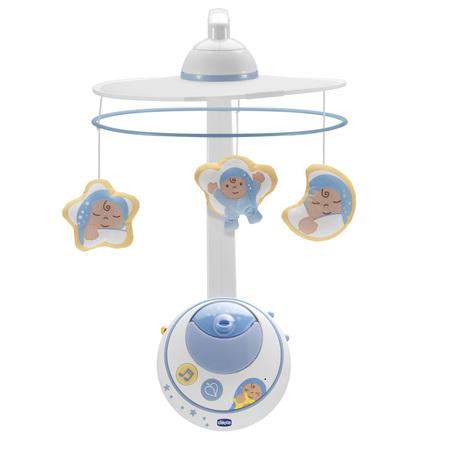 Подвеска-мобиль для кровати Волшебные звезды, голубая, с д.у.Чарующая атмосфера звезд и далеких галактик убаюкивает ребенка в кроватке благодаря системе двойной проекции! Система проекции создаст в комнате малыша удивительную атмосферу далекого космоса.Если снять с мобиля игрушки, то он превратится в простой ночник для детишек постарше.Мягкие игрушки можно легко снимать с карусели и стирать в стиральной машинке в режиме деликатной стирки.Проекционный аппарат можно снять и повесить на кроватку, убаюкивая ребенка волшебными эффектами проектора и приятными мелодиями  2 стиля: классический и современный, 18 минут музыки и свечения.Включается автоматически, когда ребенок плачет.Инфракрасный пульт управления позволяет родителям включать мобиль на расстоянии. Батарейки: 2 C (не входят в комплект) Размер упаковки: 52 х 36 х 14,8 см<br>