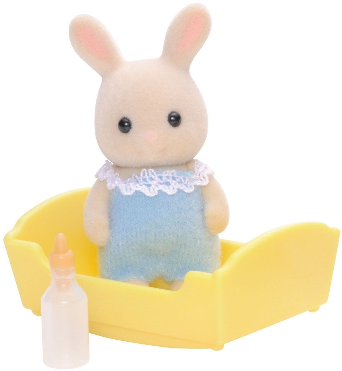 Набор Малыш Молочный КроликИгровой набор Sylvanian Families Малыш Молочный Кролик привлечет внимание вашей малышки и не позволит ей скучать. Набор включает в себя фигурку Молочного Кролика, одетого в голубой костюмчик, и аксессуары для него: желтую люльку и бутылочку для кормления. Фигурка животного выполнена из пластика и покрыта мягким приятным на ощупь флоком.Ваша малышка будет часами играть с набором, придумывая различные истории. Sylvanian Families - это целый мир маленьких жителей, объединенных общей легендой. Жители страны Sylvanian Families - это кролики, белки, медведи, лисы и многие другие. У каждого из них есть дом, в котором есть все необходимое для счастливой жизни. В городе, где живут герои, есть школа, больница, рынок, пекарня, детский сад и множество других полезных объектов. Жители этой страны живут семьями, в каждой из которой есть дети. В домах Sylvanian Families царит уют и гармония. Домашние животные радуют хозяев. Здесь продумана каждая мелочь, от одежды до мебели и аксессуаров. Характеристики: Материал: пластик, текстиль.Высота фигурки: 4,5 см.<br>