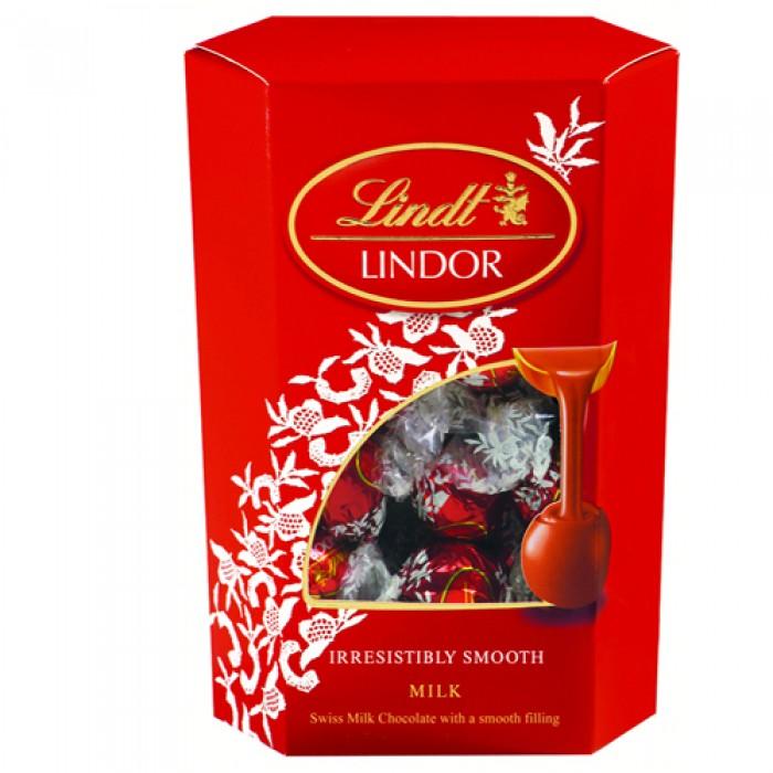 Шоколад Lindor Milk CornetLindt Lindor Cornet Milk200 г.-нежнейшиешоколадныешарики, глазированные молочным шоколадом Lindt. Буквально таят во рту, даря тончайшее наслаждение вкусакачественного шоколада линдт. Не возможно отказать себе в этом удовольствии. Шоколадные шарики Lindt идеально подходят для особых случаев на каждый день, чаепития в компании друзей, а также в качестве подарка близким и родным.<br>