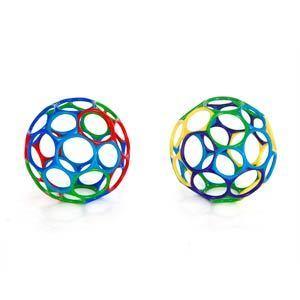 Мячик OballЭтот яркий гибкий мяч станет самым любимым у Вашего малыша! : 1. Удобно держать даже малышу 2. Мягкий гибкий пластик приятен на ощупь, не поранит ребенка 3. Развивает мелкую моторику 4. Подходит для детей всех возрастов Дополнительные характеристики: 1. Не содержит вредных веществ 2. Можно мыть в посудомоечной машине 3. Диаметр мячика: 15 см<br>
