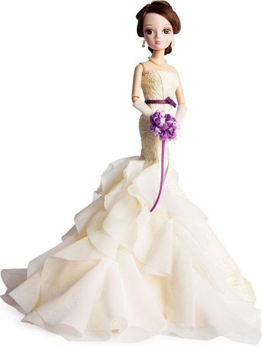 Кукла Sonya Rose Золотая коллекция. ШарлиКукла Sonya Rose из серии Золотая коллекция – подарок, о котором каждая девочка может только мечтать. Изящная красавица одета очень изысканно. На ней длинное вечернее платье Шарли, юбка которого смотрится так, будто состоит из лепестков роз. Волосы собраны в аккуратную причёску, жемчужные украшения завершают образ.Особенности:- Кукла Sonya Rose выполнена в виде очаровательной девушки со стройной фигурой, длинными ногами и приятной внешностью.- Одета куколка в изящное платье бежевого цвета сшитого из текстиля разной фактуры, платье подчёркивает стройность фигуры, длинная юбка расширена к низу и выполнена из многочисленных воланов, словно из лепестков роз.- На руках куколки одеты длинные перчатки, которые можно снять.- Длинные волосы аккуратно уложены в стильную и сложную причёску. - Красивая жемчужная бижутерия в виде ожерелья и серёжек дополняет наряд куколки.- Черты лица аккуратно прорисованы, пушистые длинные ресницы придают глазам особую выразительность. Лёгкий макияж подчёркивает индивидуальность куклы.- Благодаря подвижным частям тела, кукла может принимать различные позы во время игры.- Качественный текстиль, тщательная проработка всех элементов, изящный наряд – заинтересуют коллекционеров кукол.- Сюжетно-ролевые игры развивают воображение и фантазию, тренируют моторику рук детей. - Выполнена кукла из качественного пластика и текстиля с тщательной и подробной детализацией, используемые красители безопасны для здоровья малышей.<br>