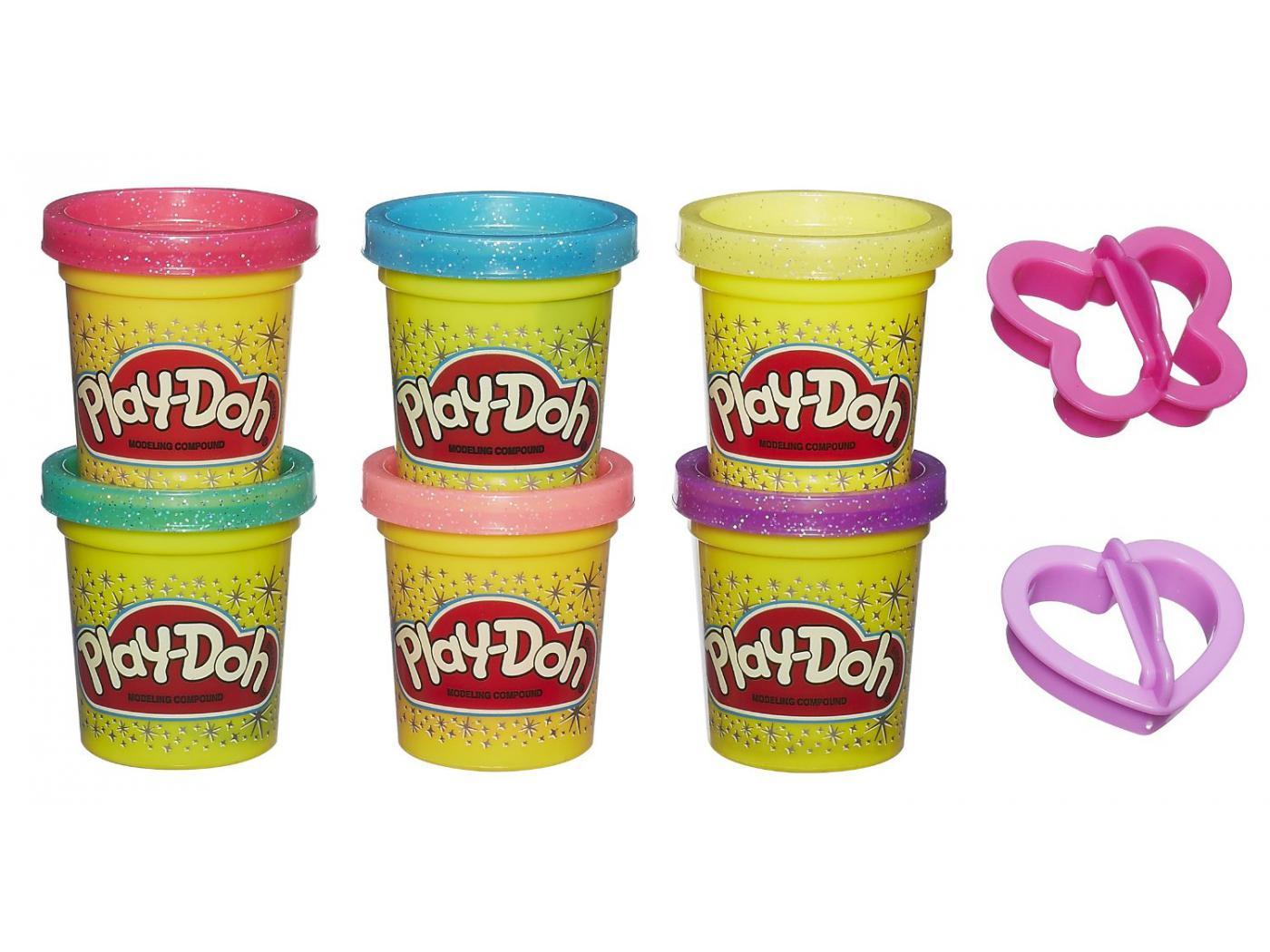 Play-Doh Набор пластилина из 6 баночек Блестящая коллекция 4Набор пластилина Блестящая коллекция Play-Doh от американской компании Hasbro обязательно порадует маленьких любительниц лепки яркими и сверкающими на солнце цветами! Он отлично подойдет в качестве дополнения к линейке наборов Плей-До Принцессы Дисней! В комплекте с шестью баночками разноцветного сверкающего пластилина вы найдете формочки, которые позволят детям вырезать из него фигурки бабочек и сердечек!Пластилин Play-Doh уникален тем, что с ним могут играть даже самые маленькие дети! А все благодаря пищевым компонентам, из которых сделан пластилин. Даже если ваш малыш случайно скушает кусочек пластилина, то это ему совершенно не повредит. Кроме того, он не липнет к рукам, не пачкает одежду и имеет приятный запах!<br>