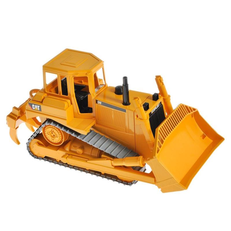 Игровой гусеничный бульдозер Cat, 1:16Игрушечная машинка катерпиллер Bruder – это игрушка высочайшего качества. Катерпиллер выполнен из яркой пластмассы, колеса – из резины. Мультифункциональная игрушка. Машинка катерпиллер является мультифункциональной игрушкой и повторяет функции настоящей машины: отвал может подниматься и опускаться, фиксироваться в нескольких положениях: угол наклона – меняться: трехзубчатый разрыхлитель – подниматься и опускаться, а также фиксироваться в двух положениях.Возраст: от 3 летДля мальчиковЦвет: желтый, серый, черный.Масштаб: 1:16.Материалы: пластик, резина.Размер упаковки: 46 х 18 х 26 см.Размер игрушки: 40 х 16 х 19 см.<br>