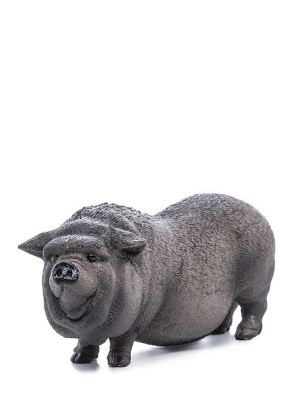 Вьетнамская вислобрюхая свиньяФигурка симпатичной вислобрюхой свиньи дополнит коллекцию игрушечных животных вашего ребенка. Игрушка детально проработана и раскрашена вручную, благодаря чему она выглядит ярко и реалистично. Фигурка поможет вашему ребенку разыгрывать множество историй и сюжетов из мира животных, развивая воображение, фантазию и сообразительность.Надежный материал        Представленная модель изготавливается из прочного и экологически чистого каучукового пластика, который надежно защищает изделие от случайных повреждений. Структура материала исключает выделения вредных веществ и негативные воздействия на организм ребенка.Как заказать и оплатитьПриобрести наклейки очень просто. Вы можете прийти в один из магазинов Hamleys или сделать заказ через официальный сайт. Возможна оплата пластиковой картой или за наличный расчет. Для регионов России доступна функция наложенного платежа при заказе доставкой.<br>