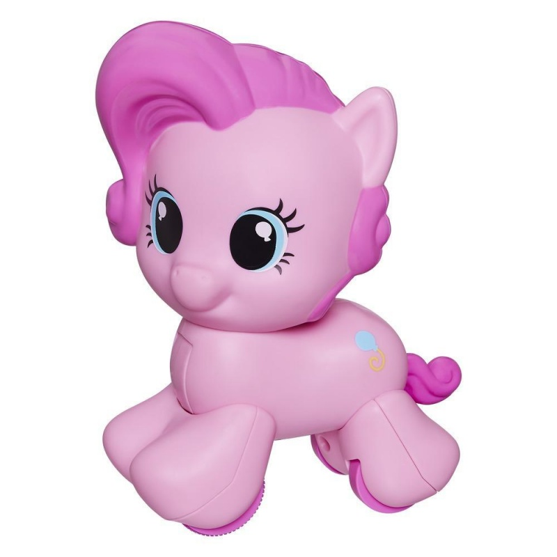 Моя первая ПониТеперь даже самые маленькие девочки могут развиваться и играть с My Little Pony. Нажмите на голову Пони и она поедет вперед, чтобы ребенок мог ползти за ней, помогая малышу учиться ползать или ходить.  Для детей с самого раннего возраста.6М+<br>