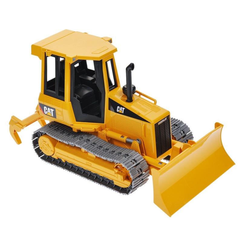 Игровой гусеничный бульдозер CAT, 1:16Игровой бульдозер оснащен подвижным отвалом, который можно фиксировать и менять угол наклона. На задней части машины имеется съемный трехзубчатый разрыхлитель. Его можно установить в одно из двух положений - рыхление или зависание. Мощные гусеницы бульдозера пройдут по бездорожью, а в кабину можно положить небольшую игрушку в качестве водителя.Возраст: от 3 летДля мальчиковЦвет: желтый, черный.Масштаб: 1:16.Материалы: пластик.Размер упаковки: 37.5 х 15.5 х 18 см.Размер игрушки: 30 х 14 х 15 см.<br>