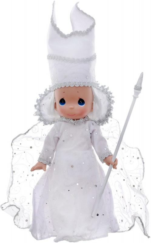 Кукла Precious Moments Снежная королева, 30 см.Удивительная коллекционная кукла не оставит равнодушным ни одного ценителя прекрасного.Большинство современных кукол Precious Moments изготавливаются целиком из винила и имеют пять базовых точек артикуляции.Волосы у кукол сделаны из качественного синтетического волокна или крученых ниток, если того требует образ.Куклы одеты в нарядные костюмы, не перегруженные деталями и декором, однако выполненные с тем вниманием к нюансам, которое столь высоко ценится коллекционерами.<br>