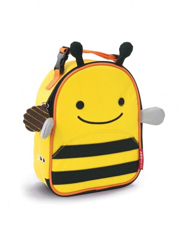 Ланч-бокс детский ПчелаМатериал удерживает тепло/холодВместительное основное отделениеСетчатый карман в основном отделенииВозможно прикрепить термосумку к коляске, маминой сумке, а также к рюкзачку Zoo PackЗабавные застежки-брелоки на молнииПрочная износостойкая тканьЛегко чистится и стираетсяСпециальная табличка для имени владельца<br>