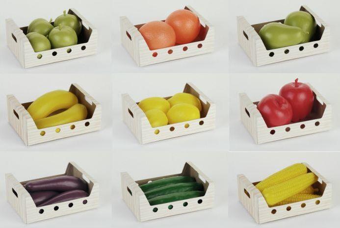 Ящики с фруктами, овощами KleinЯщик с фруктами/овощами от компании Klein станет незаменимым для игры в магазин. В ассортименте 9 видов овощей/фруктов - помидоры, огурцы, лимоны, кукуруза, бананы, яблоки, апельсины и груши. Все фрукты и овощи выполнены из высококачественного безопасного пластика и окрашены в яркие натуральные цвета.<br>