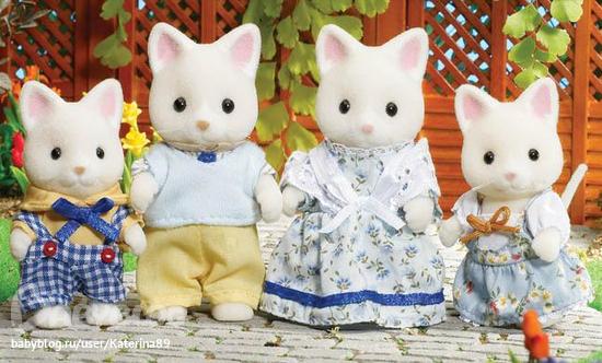 Набор Sylvanian Families. Семья КошекДетский игровой набор Sylvanian Families «Семья шелковых кошек».В наборе 4 фигурки — два родителя и два котенка, мальчик и девочка. Каждая фигурка одета в эксклюзивный наряд, который проработан до мелочей.Все элементы одежды можно при желании снять.Фигурки выглядят очень реалистично, а их конечности и голову можно двигать, поэтому они станут основой для интересного сюжета игры.Кошки очень приятные на ощупь благодаря специальному флокированному покрытию.Элементы набора изготовлены из высококачественного пластика, сертифицированного для производства детских игрушек.<br>