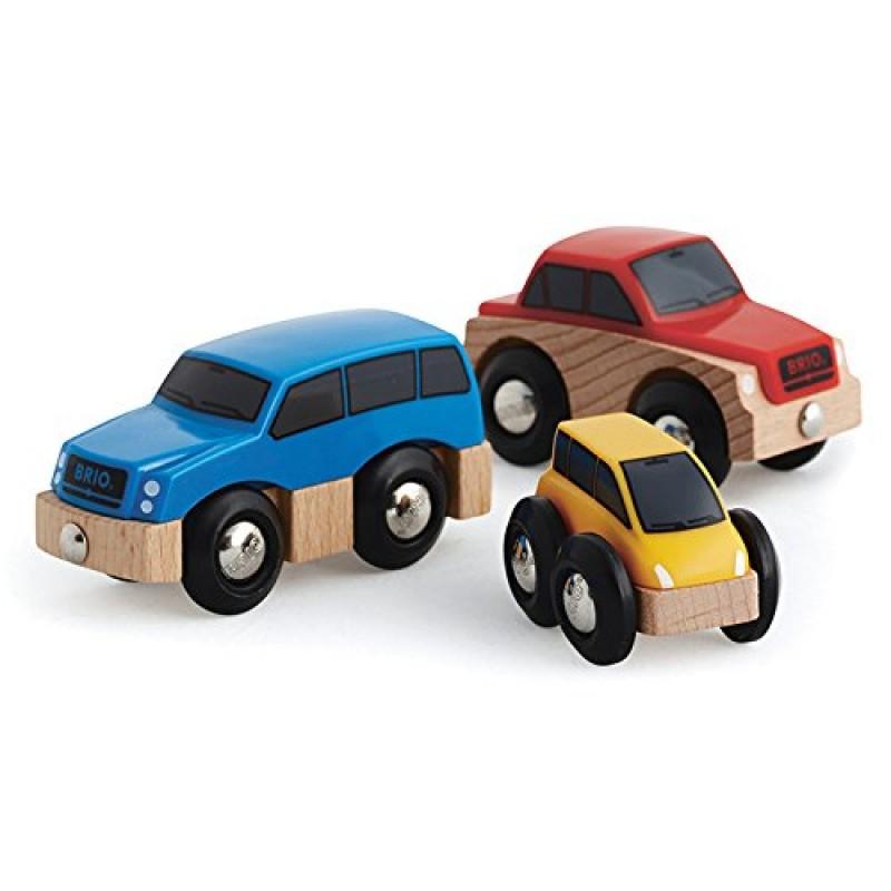 Набор из 3 деревянных машинокТри машинки из данного набора отличаются друг от друга не только цветовым исполнением, но и размерами. На двух игрушках синего и красного цвета имеются по 2 магнита, которые располагаются спереди и сзади, а у желтой машинки - только один магнит. Ребенок сможет прикрепить игрушки друг к другу цепочкой или же играть с ними по отдельности.<br>