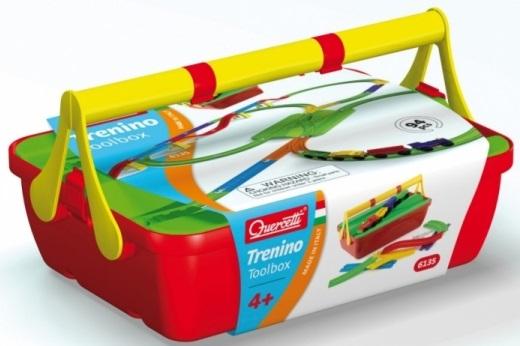 Конструктор Quercetti Железная Дорога, 94 элементаКлассический игрушечный поезд в виде конструктора от Quercetti. Конструктор железная дорога одна из самых популярных игрушек по всему миру. Успех этой игрушки доказывает, насколько дети любят строить железнодорожные пути, добавляя все больше новых веток и пытаясь создать более сложные комбинации. Эта версия конструктора железная дорога от Quercetti включает все необходимое, что бы Ваш малыш весело играл пассажирскими и грузовыми вагонами развивая свое воображение. Конструктор состоит из крупных деталей и легко собирается, у ребенка развивается пространственное мышление, память и логического мышление, процесс игры способствует развитию внимания и усидчивости. После увлекательного времяпровождения все детали конструктора могут быть аккуратно сложены в практичном кейсе, крышка которого также выполняет функцию перекрестка для поездов. У нас можно по выгодной цене купитьКонструктор железная дорога Quercetti Вашему подрастающему малышу, который состоит из богатого набора разнообразных железнодорожных элементов.<br>
