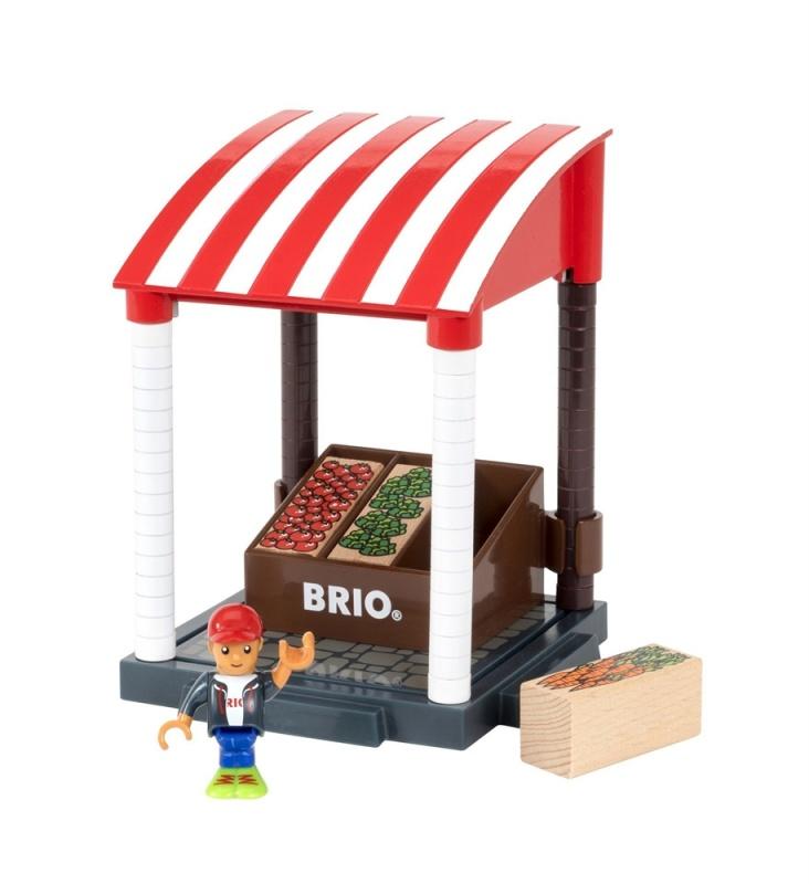 BRIO Игровой набор Магазинчик 11 предметов, 20х12х15смНабор представляет собой небольшой прилавок с продуктами для включения в мир БРИО игры в магазин, ведь человечки могут не только работать и отдыхать, но так же могут ходить за покупками и делать еще очень много всего.<br>