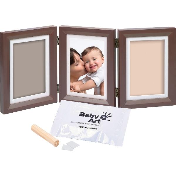 Рамочка тройная (шоколад)Тройная рамочка с отпечатком «Double Print Frame» от компании «Baby Art» - это особый подход к созданию очаровательного подарка на память для этого особого периода жизни, с фотографией и обоими отпечатками ручки и ножки Вашего ребенка.<br>