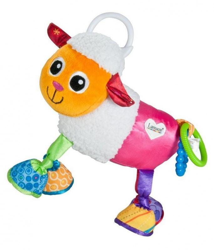 Развивающая игрушка Овечка Шерами (Lamaze)Мягкая подвеска с погремушкой. Эта яркая овечка сделана из разноцветных материалов с разными орнаментами и текстурами. Игра с ней будет способствовать развитию цветового и тактильного восприятия окружающего мира. Внутри у овечки есть небольшая погремушечка, поэтому при движени она тихонечко звенит. А в каждом копытце есть по приятной шуршалочке. Хвостик Шерами украшают два пластиковых колечка. Овечку можно подвесит на кроватку или автокресло малыша с помощью кольца-крепления на спинке.<br>