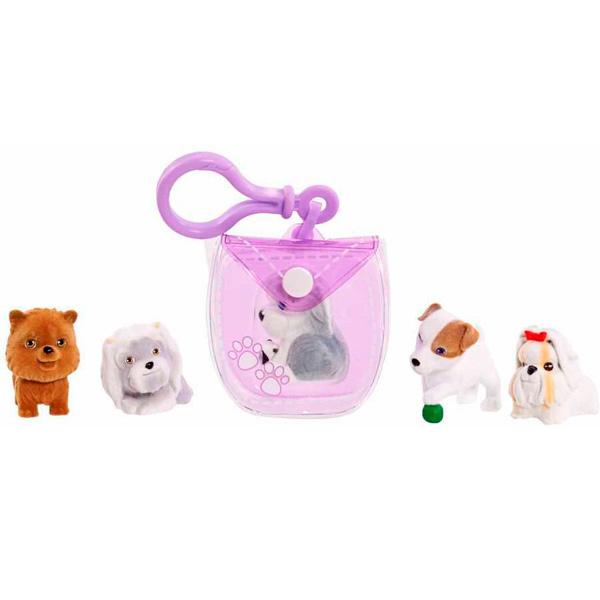 Puppy in my pocket Брелок-сумочка фиолетовая, с 5-ю флок щенкамиЗамечательная новинка от бренда Puppy In My Pocket для всех поклонниц популярного детского мультсериала «Щенок в моём кармане» - симпатичный брелок-сумочка фиолетового цвета и целых пять фигурок персонажей мультфильма в комплекте! Брелок-сумочку можно прикрепить на ключи или рюкзак, спрятав в неё симпатичного щеночка из набора, чтобы любимый персонаж всегда был рядом!Puppy In My Pocket – это новый бренд игрушек, созданных по одноименному мультфильму, объединяющий более 100 различных персонажей! Симпатичные маленькие пластиковые собачки имеют специальное текстильное напыление, делающее их очень приятными на ощупь. Это настоящий подарок для коллекционера!<br>
