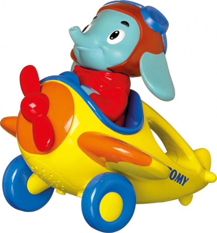 Интерактивная игрушка Веселые виражи летчика ЛюкаИнтерактивный слоненок Люк - летчик, который научит малыша считать, да еще и на 4-х языках. Внизу на корпусе рядом с кнопкой включения есть кнопочка поменьше - нажимая на нее, выбираешь язык английский, русский, испанский, итальянский. В режиме включения слоненок скажет Ух ты, полетели. , заведется моторчик, начнет крутиться винт, и заиграет музыка. Потом он скажет Посчитаем? Давай посчитаем. Каждый раз, запуская игрушку, нужно нажимать на голову слоненка. Он обязательно поприветствует. Каждый раз, когда ребенок поднимает самолетик со слоненком в воздух и он летит , наш летчик считает от 1 до 10 - с каждым поднятием, с каждой волной, с каждой петлей. Здорово... Есть также демо-режим - находясь в нем, играет музыка, тарахтит двигатель и слоненок восклицает Ух ты. Работает от 3 батареек типа ААА, входят в комплект.<br>