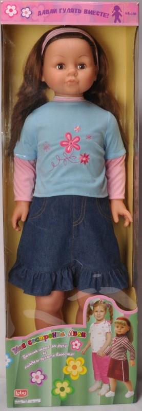 Кукла ростовая Lotus Onda, 86 см.Кукла может стать отличной подругой в играх вашей маленькой девочки. Приятные черты лица имеют портретную схожесть с настоящим ребенком. Густые красивые волосы можно расчесывать и заплетать в любые прически. Достаточно куклу взять за руку и она с готовностью пойдет с вами куда угодно, переставляя ножки.<br>