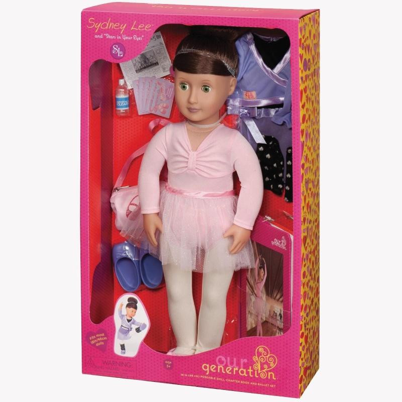 Кукла Сидни Ли Делюкс , 46 см.Кукла OG DOLLS Сидни - прекрасная балерина с необыкновенно красивым рельефным лицом.У Сидни глазки зеленые, могут закрываться, а пышные реснички делают взгляд более выразительным.У неё очень красивые длинные темные волосы. За ними легко ухаживать, их можно мыть, расчесывать, делать разнообразные прически.Тельце Сидни мягконабивное, наполненное натуральными материалами. Голова, ручки и ножки выполнены из высококачественного винила. К тому же локти и колени у куклы сгибаются<br>