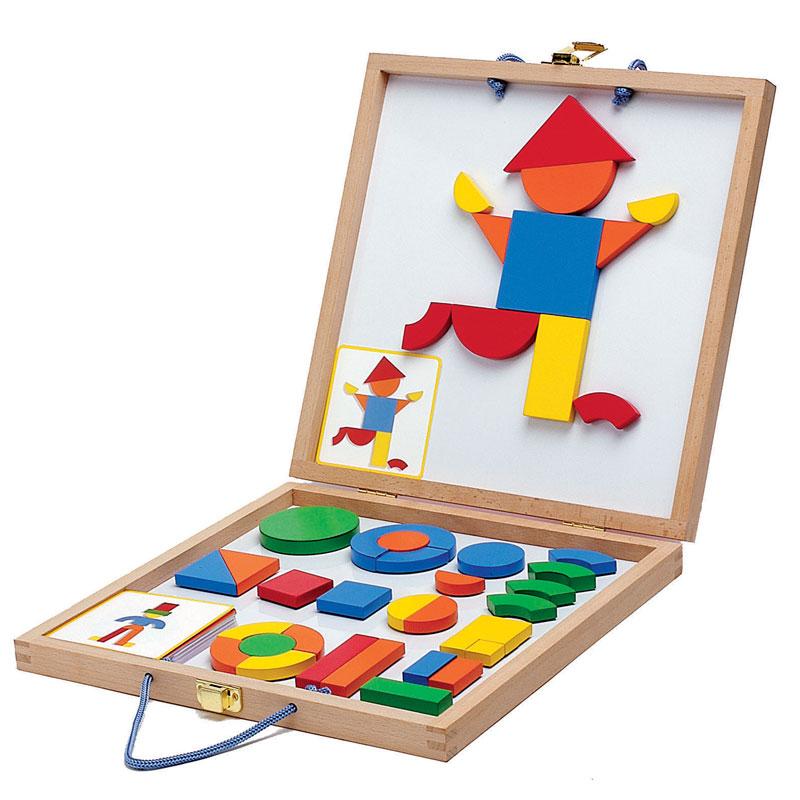Магнитная доска ГеоформДеревянные фигуры на магнитах в коробке с металлическим полем. В наборе: 42 детали, 24 карты с примерами. Доска-двусторонняя, складывается чемоданчиком.Подобная игра развивает фантазию, мелкую моторику ребенка.Вся продукция фирмы Djeco направлена прежде всего на творческое развитие ребенка и способствуют эстетическому воспитанию малышей и детей старшего возраста. Более 30 дизайнеров принимают участие в разработке этих шедевров, каждый из которых является уникальным.Входит в комплект• деревянные фигурные детали • 42 шт.• карты с примерами • 24 шт.Основные характеристикиТип игрушкиигровой наборМатериалдеревоРазмер30 x 30 х 4 смВозрастот 4 лет и старшеГабаритыШирина: 30 см.; Высота: 30 см.; Глубина: 4 см.;<br>
