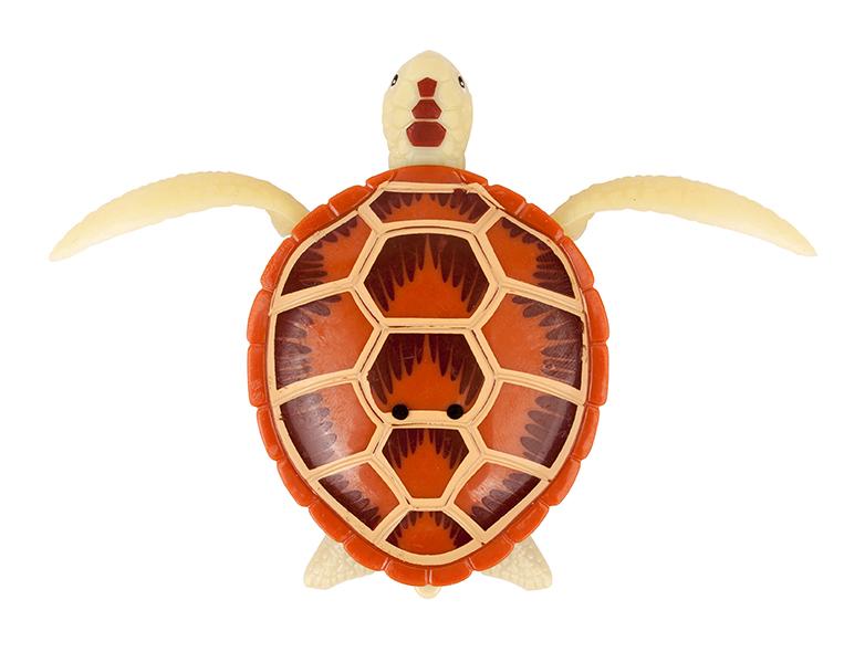 РобоЧерепашка коричневаяРобоЧерепашка (коричневая) - новая, высокотехнологичная игрушка.Активируется при погружении в воду, либо от прикосновения пальцами к электроду на спинке.Шевелит ластами и плывет как настоящая водоплавающая черепаха.Может ползать по суше, пока внутри игрушки сохраняется влага.В наборе: 1 Робочерепашка коричневого цвета, 2 запасные батарейки.Для детей от 3х лет.Размер упаковки: 16 х 16 см.Размер игрушки: от головы до хвоста 7,5 см.Материал: пластмасса, металлБатарейки: LR44 - 2 шт. вставлены в игрушку + 2 запасные в набореПроизводитель: ZURU, ГонконгИзготовлено: КитайВ игрушке запрограмирован эконом режим: через 4 минуты непрерывного движения, она выключается.Для активации РобоЧерепашки, достаточно вытащить ее из воды на несколько секунд и опустить обратно.<br>