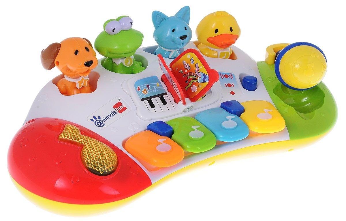 МУЗЫКАЛЬНЫЙ ЦЕНТР Звери, звук, свет, микрофонЯркая музыкальная игрушка Синтезатор с животными непременно понравится вашему ребенку и не позволит ему скучать. Синтезатор выполнен из безопасного пластика и оснащен световыми и звуковыми эффектами. На панели игрушки расположены 4 разноцветные клавиши, воспроизводящие ноты и музыкальная кнопка-нота, при нажатии на которую ребенок сможет прослушать различные мелодии. С клавишами соединены отверстия сортера, куда вставляются специальные фигурки животных. При нажатии на клавишу не только раздается звук, но и поднимается вверх одно из животных. В центре синтезатора расположена маленькая пластиковая книжка, при переворачивании её страниц раздается веселый звук. С правой стороны игровой панели поместился синий микрофон. Его можно поднять или опустить, эти действия происходят с мелодичным скрипом. Синтезатор позволит ребенку почувствовать себя настоящим музыкантом, ведь с помощью клавиш он сможет сыграть свою первую мелодию или попытаться повторить только что услышанную композицию. Звуки ноток и мелодий сопровождаются красочным миганием лампочки на панели игрушки. Музыкальная игрушка Синтезатор способствует развитию у ребенка музыкальных способностей, а также цветового и звукового восприятия, мелкой моторики рук и воображения. С помощью этого пианино ребенок сможет порадовать друзей и близких великолепным концертом!<br>