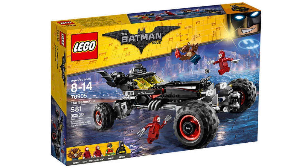 Конструктор Lego Batman Movie БэтмобильВместе с Бэтменом и Робином садитесь в Бэтмобиль и переводите колеса в гоночный режим, чтобы за секунду умчаться вдаль. Чтобы преодолеть любое препятствие, достаточно установить режим монстрогрузовика. Когда в твое поле зрения попадают суперзлодеи, стреляй из шипометов. Потом резко затормози, откинь крышу двойной кабины и отправляйся сражаться с врагами врукопашную. Уклоняйся от ударов мощных когтей близняшек Кабуки и динамитных шашек, которые бросает Мэн-бэт, и поймай всех суперзлодеев. Разъезжай по улицам Готем-сити и празднуй победу, стреляя из пушки, а потом переведи автомобиль в режим параллельной парковки, чтобы парковаться даже в ограниченном пространстве.Информация о набореАртикул: 70905Производитель: LEGOКол-во деталей: 581Фигурок: 5Год выпуска: 2017<br>