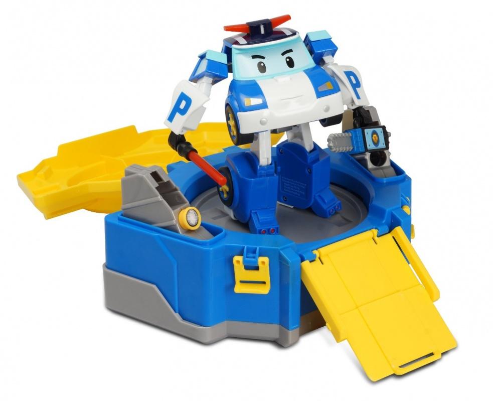 Кейс для трансформера Робокар Поли - ПолиУвлекательная серия игрушек-трансформеров Робокар Поли отлично комбинируется со специальным кейсом для хранения героев. Кейс для Поли выполнен в сине-желтой яркой цветовой грамме. Игрушку можно использовать в качестве чемоданчика для хранения и переноски. Другой вариант: модифицировать ее, чтобы она предстала в виде постамента для наблюдения за порядком. Кроме того, можно установить специальный трап для спуска машинки.Удобный кейс на колесиках позволяет героям мультфильма Робокар Поли доставить на место все необходимые аксессуары и оказать помощь максимально оперативно, а после работы внутри этого удобного бокса можно с комфортом отдохнуть.Внимание! Цена указана за один кейс. Фигурка трансформера продается отдельно и на фото представлена для ознакомления.от 3 летДля мальчиков и девочекЦвет: синий, желтый.Комплектация:  1 кейс.Материалы:  пластик.Размер коробки (длн-шрн-вст):  26 х 13 х 18 см.Вес:  661 гр.<br>