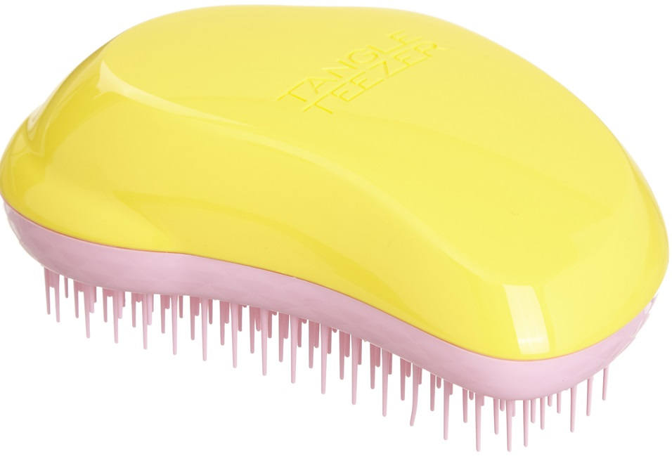 Расческа Tangle Teezer, желто-сереневаяБританский специалист по волосам Шон Палфри создал Tangle Teezer специально для расчёсывания мокрых, сильно путающихся, очень густых или кудрявых волос. Инновационная технология заключается в расположенных особым образом гибких зубцов расчески, позволяющих минимизировать ущерб при расчесывании, благодаря этому кончики не обламываются, меньше секутся и дольше не запутываются.<br>