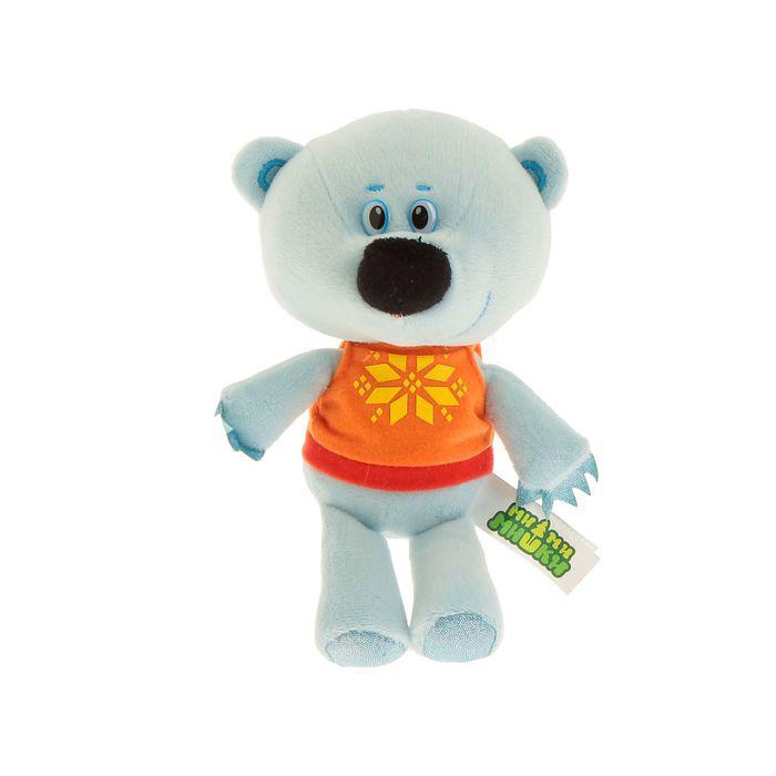 Мягкая игрушка Мими-мишки - Медвежонок Белая тучка (звук), 20 смКомпания Мульти-Пульти очень постаралась, чтобы медвежонок Белая тучка из мультипликационного сериала Мими-мишки пришел к ребенку в гости таким же, каким его привыкли видеть на экранах телевизоров. У него такая же голубая шерстка, красивая майка и добрые глаза, и говорит он тем же голосом, что и в мультфильме.<br>