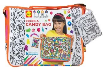 Н-р Раскрась сумку Конфетки,с 6 водостойкими фломастерамиМодная красивая сумка из плотной ткани , с гладкой белой поверхностью по лицевой стороне, с конфетным орнаментом. А так же кошелечком для ключей на шнуре. Раскрась сумку со вкусным рисунком!Размер сумки: 36 см x 28 см x 10 см. В наборе: сумка с рисунком, 6 водостойких фломастеров. Для детей от 7 лет. <br>