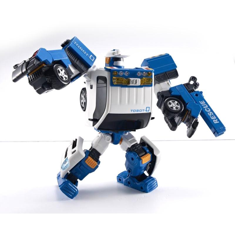 Робот-трансформер Тобот ЗероРобот-трансформер Тобот Зеро создан по мотивам мультфильма о роботах, которые умеют превращаться в драконов и в автомобили и к тому же защищают детей от угрожающих им опасностей. Юным поклонникам мультфильма придется по вкусу игрушка, напоминающая по внешнему виду оригинального персонажа мультфильма по имени Tobot Zero.Этот необычный робот легко трансформируется в грузовик-эвакуатор, оснащенный манипулятором. Бот-спасатель Зеро может выполнять различные операции: поднимать и опускать грузы, вытаскивать своих приятелей-трансформеров, попавших в трудное положение, а также буксировать их в безопасное место. Он также способен посылать окружающим световые сигналы.Эта игрушка с низким уровнем сложности трансформации подойдет даже самым маленьким детям. Кроме того, она прекрасно оптимизирована по форме и габаритам. Ребенку будет удобно держать ее в руке или просто катать по полу. Робот-трансформер Тобот Зеро отлично подходит для сюжетных игр, развивающих техническое мышление детей и их конструкторские способности.<br>