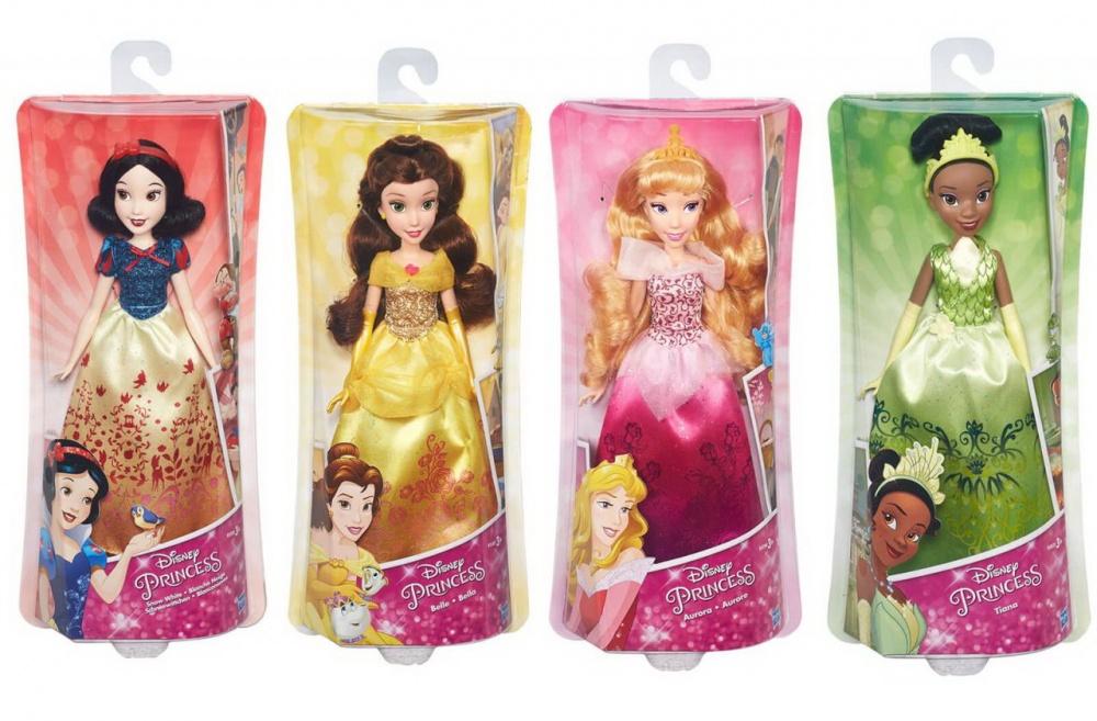 Кукла Принцессы Дисней - Королевский блескКукла Принцесса Диснея, Королевский Блеск в ассортиментеЦена указана за 1 куклу.Игрушка в ассортименте. указываейте желаемую куклу в комментарии к заказуПринцесса Тиана - темнокожая красавица мира Диснея.У куклы аккуратно собранные в высокую прическу темные волосы, украшенные зеленой тиарой, которая хорошо поддерживает прическу, не давая прядкам распадаться. Фантазийны дизайн Тианы не оставит равнодушным ни одну юную модницу. Верх платья очень напоминает очертание водяной лилии, а подол, как и у других представительниц серии Royal Shimmer имеет плавные переходя из цвета в цвет и четкий узор в виде изящного рисунка.Тонкие руки (кстати, они, как и ноги куколки, подвижны) украшены изящными перчатками, покрывающими кожу чуть выше локтя. Крупные черты лица на узком аккуратном личике смотрятся очень выразительно, поэтому принцесса невероятно хороша!Темноволосая принцесса по имени Белль («Красавица», как ее привыкли называть в волшебном мире Диснея) в исполнении компании Hasbro поразит вас своими густыми локонами, которые небрежно собраны на макушке в гульку — как любят делать современные модницы. Однако вы сможете проявить фантазию и соорудить совершенно новые прически. Belle одета в роскошное платье золотистого цвета.Мерцание блеска, витиеватые узоры в виде цветов, изящные длинные перчатки и аккуратные желтые туфли — все это делает образ диснеевской принцессы нежным, но в то же время нарядным.Юное личико известной красотки охвачено легким румянцем, легкий макияж подчеркивает и без того яркие глаза и губы Белль, а удивленное выражение придает образу озорства и легкости.Кукла по имени Аврора представляет собой образ одной из Принцесс Диснея, известной как «Спящая красавица».У пластиковой принцессы поднимаются ручки и ножки, а голова может поворачиваться в стороны.У Авроры, как и полагается, розовое платье, однако данный наряд сделан совсем в новом дизайне, ведь юбку, помимо розового, дополняют такие цвета, как фуксия и фиолетовый. 