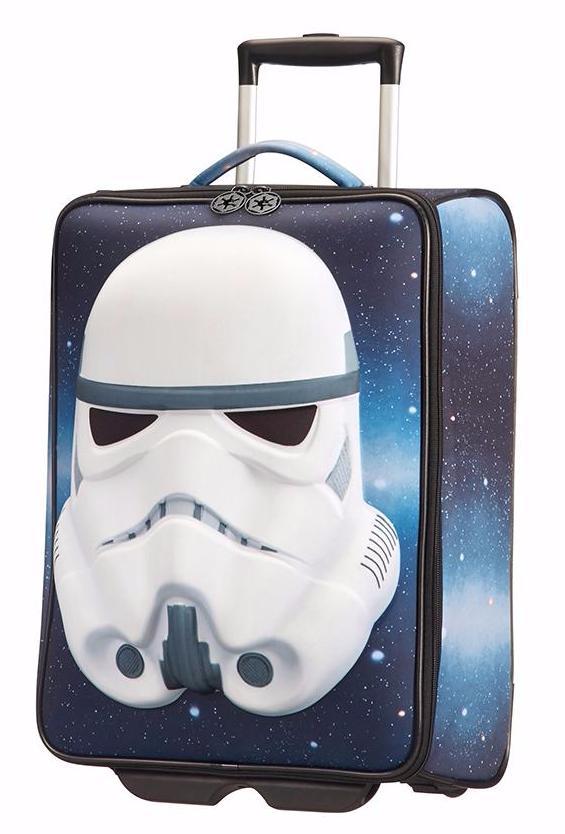 Чемодан 2-х колесный Star Wars UltimateЧемодан 2-х колесный Star Wars Ultimate станет надежным помощником вашего ребенка в самых разнообразных поездках и путешествиях. Внутри чемодана предусмотрены специальные ремни для надежной фиксации содержимого. Благодаря удобной выдвижной ручке обеспечивается удобство перевозки чемодана для детей разного роста. Компактные габариты позволяют существенно облегчить перемещение багажа. Яркий качественный рисунок придется по душе юным поклонникам «Звездных войн».Надежность и качествоЧемодан изготавливается из прочного полиэстера. Этот материал отличается высокой устойчивостью к случайным механическим повреждениям и нежелательным внешним воздействиям. Такжеего структура сопротивляется выцветанию, благодаря чему рисунок будет долгое время ярким и насыщенным. Кодовый замок, установленный на чемодан, позволит надежно защитить содержимое.Где купить?Приобрести чемодан вы сможете в одном из наших розничных магазинов, которые находятся в Москве и Санкт-Петербурге. Оплатить покупку вы сможете при помощи банковской карты или наличных. Для всех регионов страны доступна услуга заказа через сайт. Благодаря быстрой и оперативной доставке вы сможете получить свой заказ в кратчайший срок. Оплата в этом случае возможна наложенным платежом.<br>
