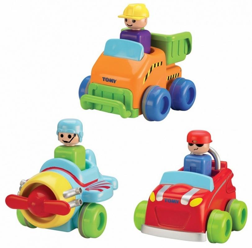 Набор Tomy Транспорт нажимай и гоняйНажимай и Играй от Tomy (Томи) понравится малышу, потому что она яркая и с ней весело играть. Нажав на голову пассажира,ребенок приведет в движение инерционный механизм.Особенности:Выполнена в ярких цветахВ ассортименте имеется легковой автомобиль, грузовик и самолетИзготовлена из нетоксичных материаловНе содержит мелких деталейЧтобы запустить машину, нужно нажать на водителяТакая машинка понравится и мальчикам, и девочкамПольза для ребенка:развивается зрениеповышается двигательная активностьстимулируется воображениетренируется координация движений, ловкость рукповышается настроение<br>
